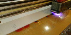 چاپ-روی-پلکسی-زرد-رنگ-با-استفاده-از-دستگاه-های-به-روز